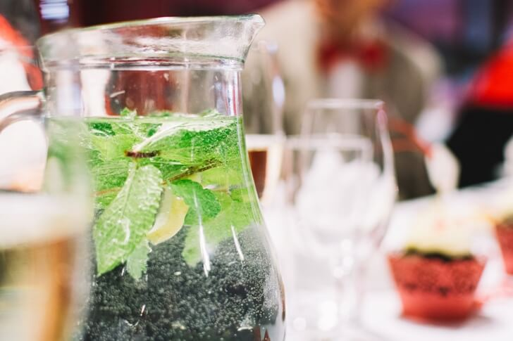 foodiesfeed-com_water-with-mint-in-jug